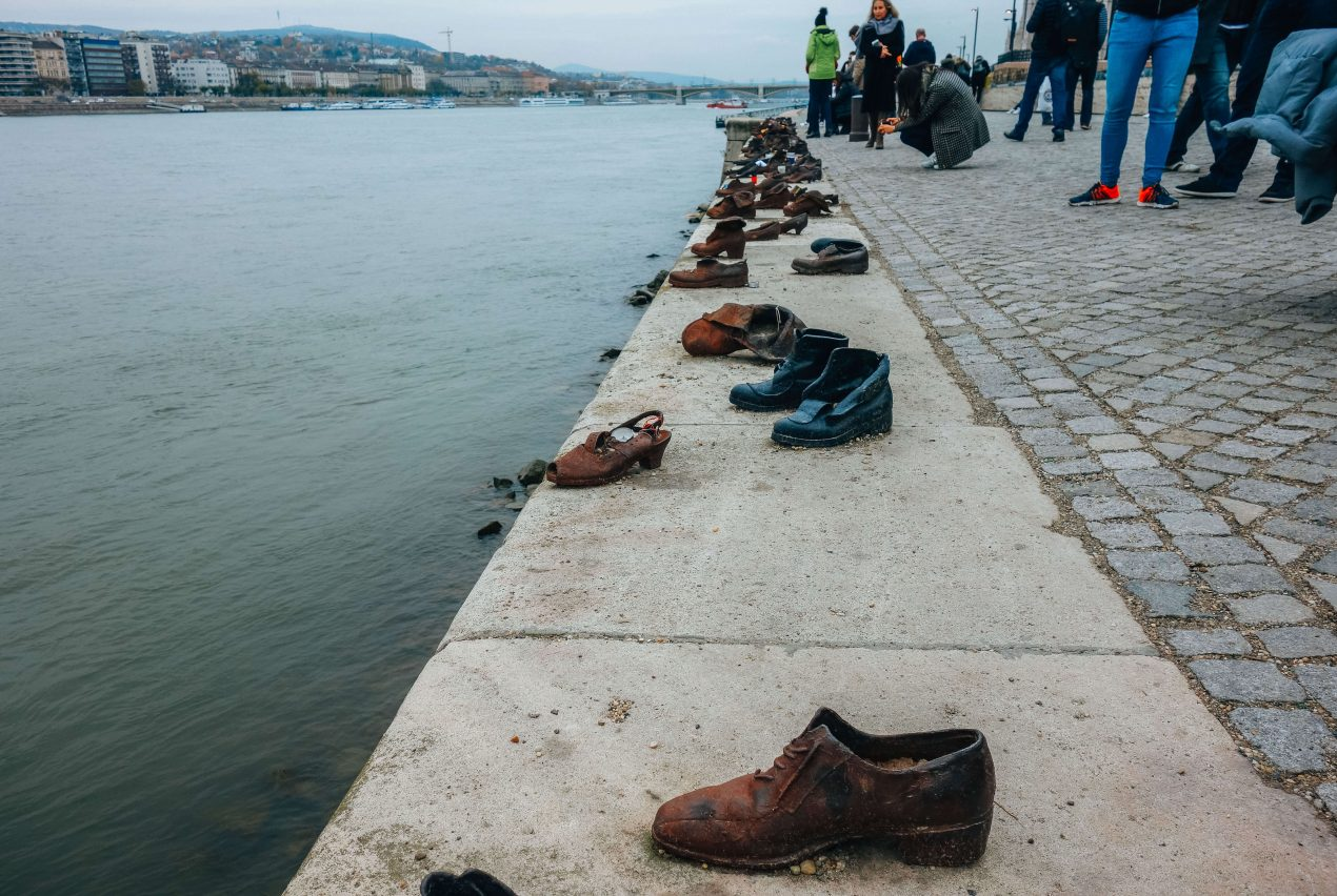 'the Shoes of the Danube Bank