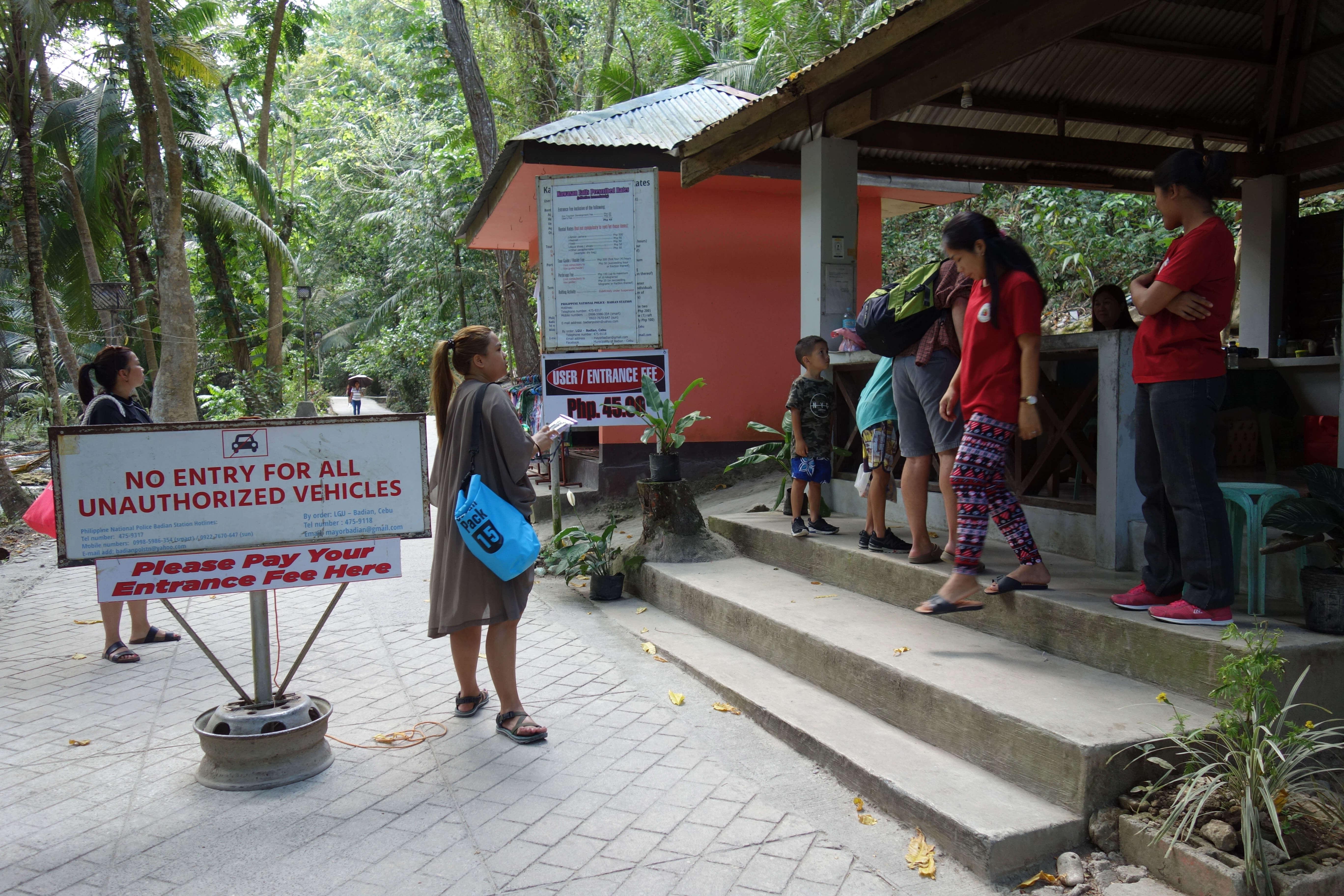 Entrance to kawasan falls