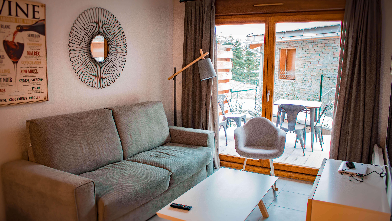 uitzicht naar terras Appartement in Le dévoluy